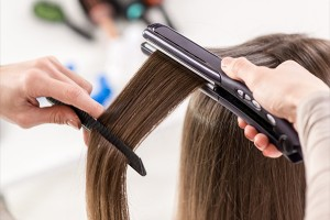 Как наносить средства для кератинового выпрямления волос