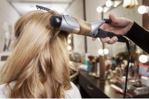 Які салонні процедури для волосся будуть корисні для блондинок